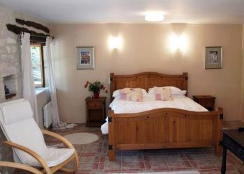 villa-holiday-rental-lot-valley-france-barn-kitchen