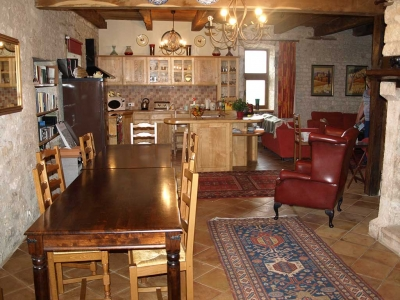 holiday-rental-farmhouse-kitchen-lot-valley