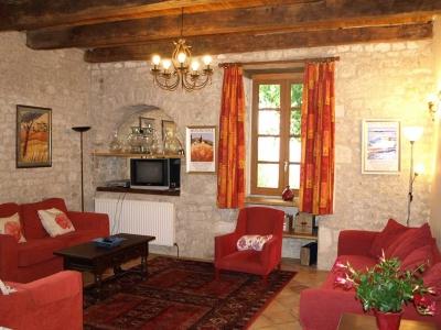 holiday rental farmhouse living room lot valley
