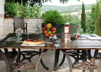 holiday rental farmhouse terrace lot valley france