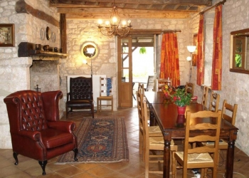 dining-room-holiday-villa-cahors-france
