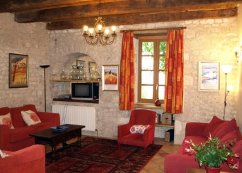 living-room-farmhouse-holiday-rental-cahors-france