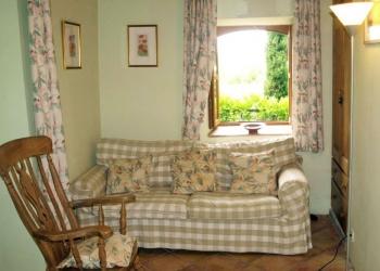 quiet-room-french-villa-rental-lot-valley
